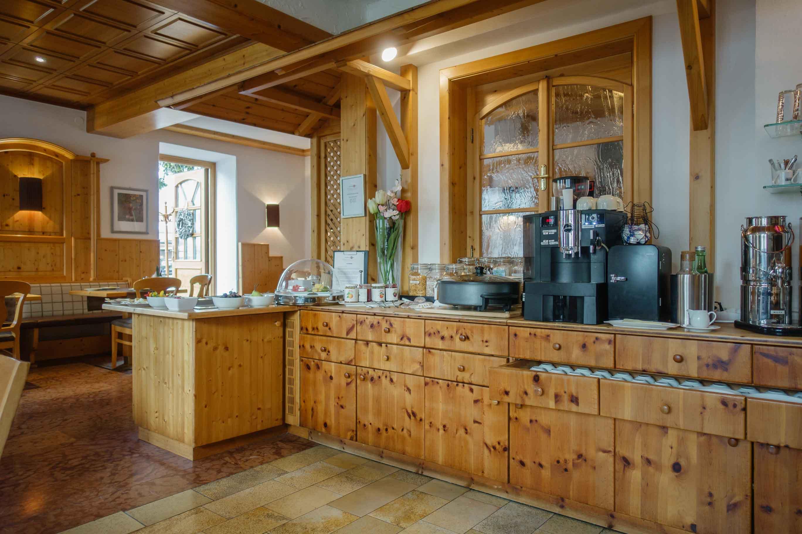 Hotel Almtalerhof Fruehstueck 0566