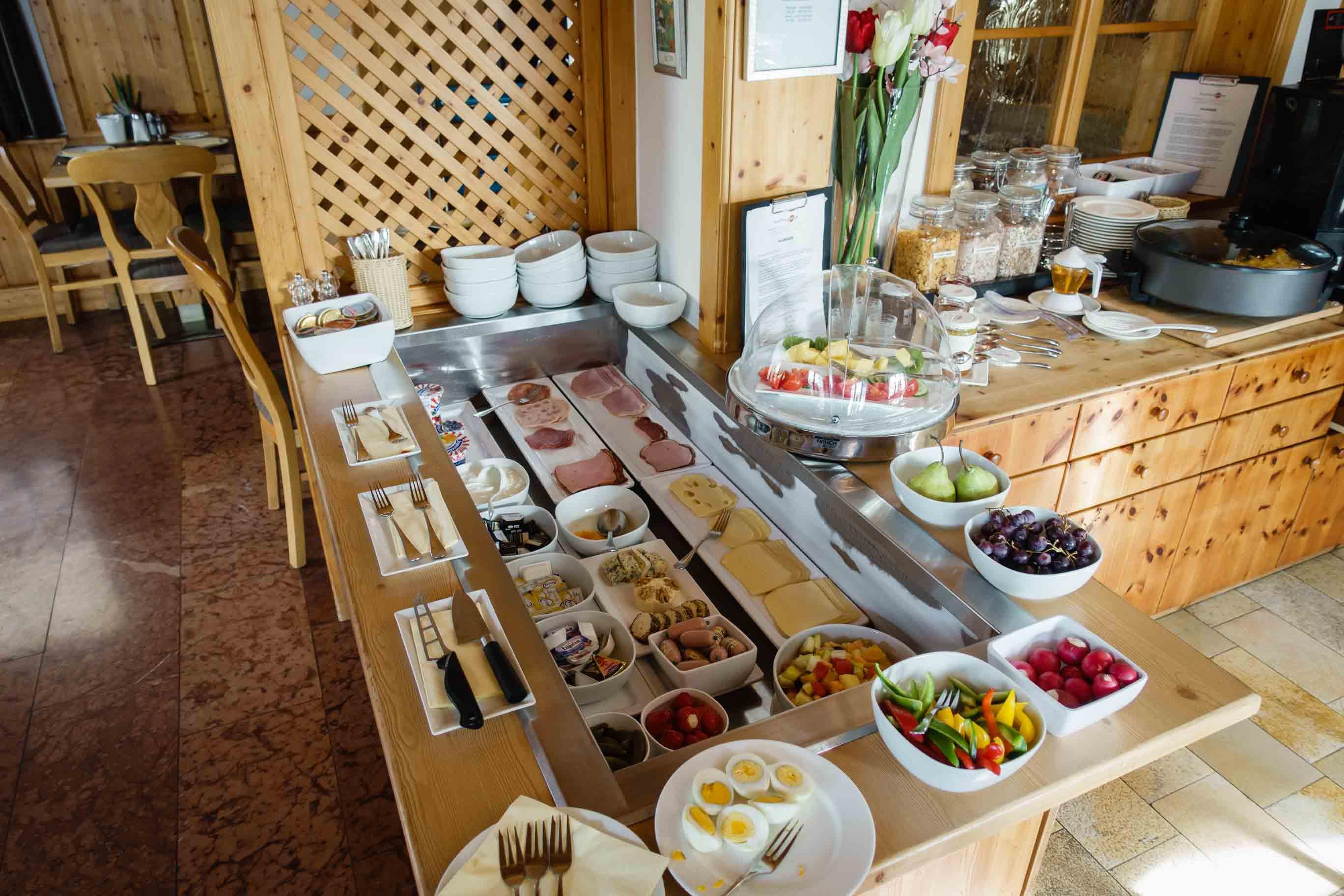 Hotel Almtalerhof Fruehstueck 0580