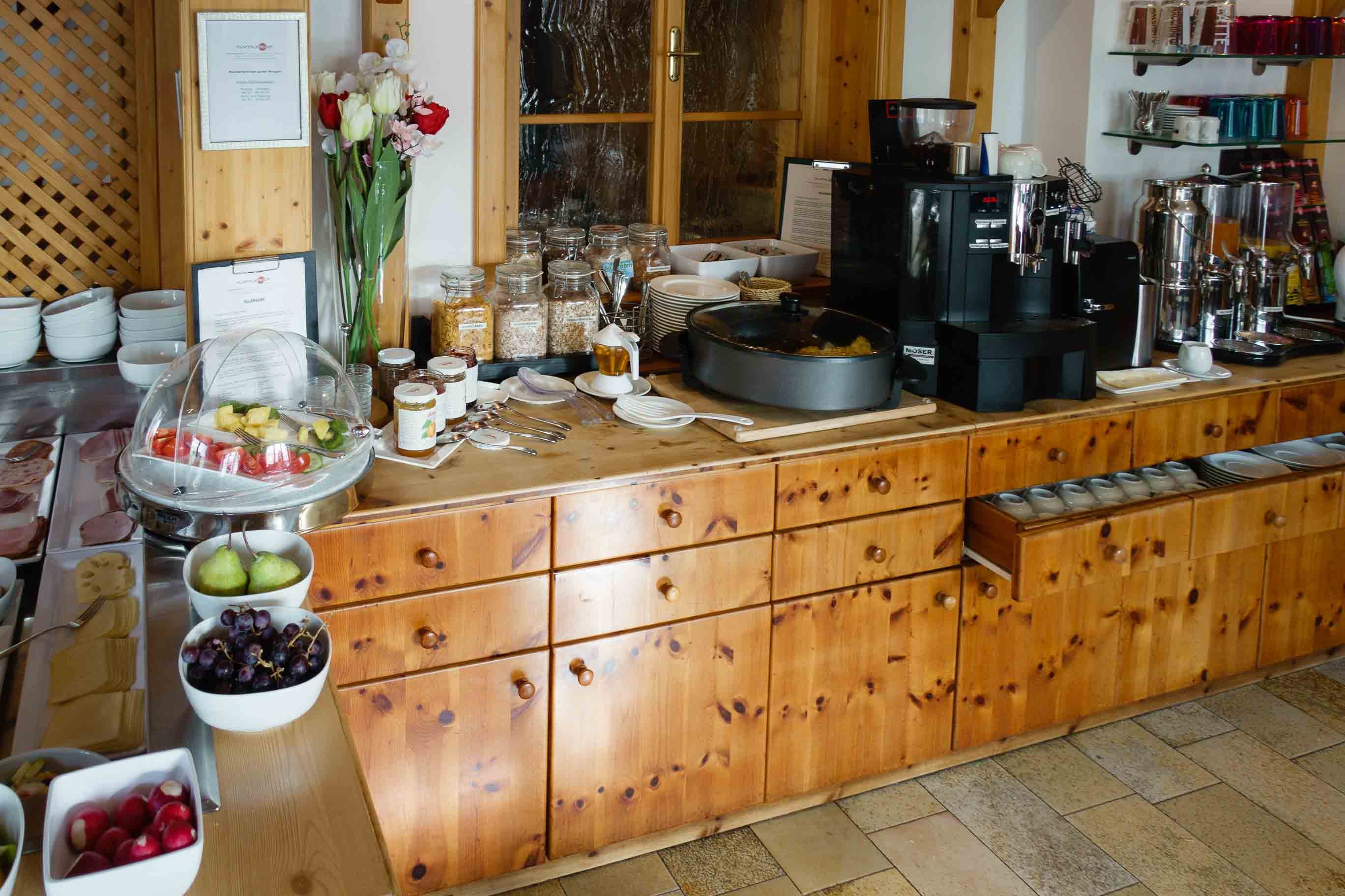 Hotel Almtalerhof Fruehstueck 0581